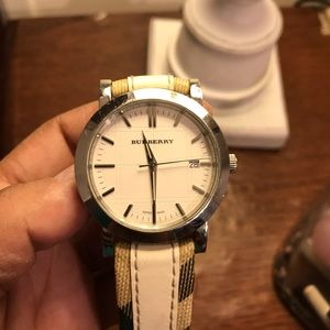 Authentic Burberry watch pre-owed no returns